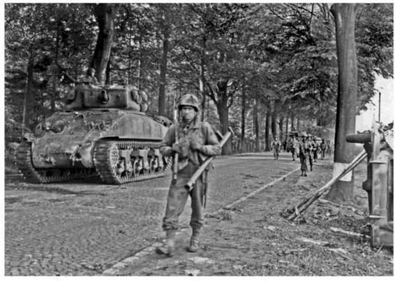 Toward the Reich - Armored Attack 1944: U S  Army Tank